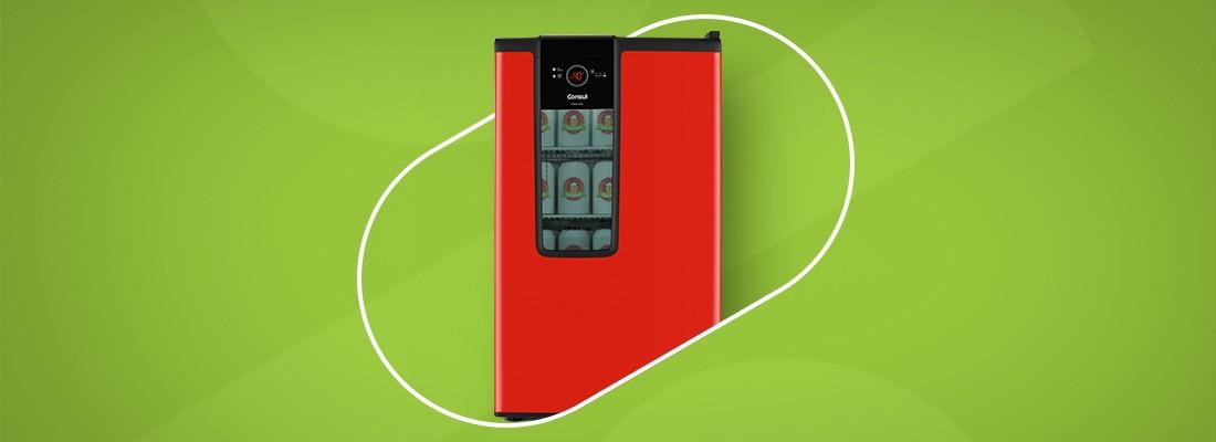 frigobar vermelho num fundo verde