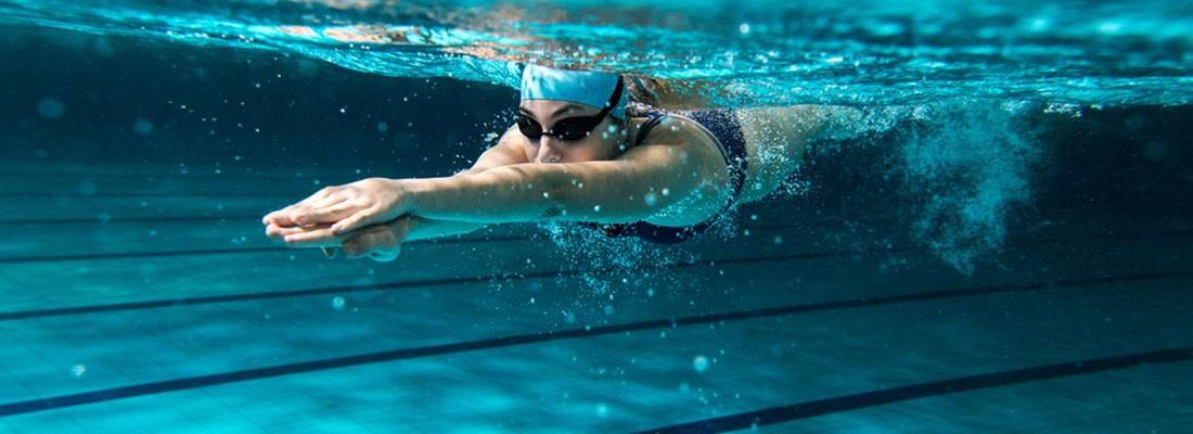 pessoa nadando