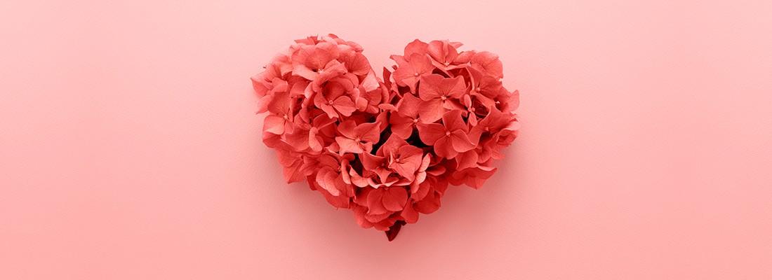 desenho de corações com frases promocionais de dia dos namorados